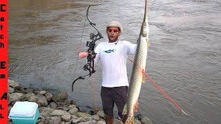 BOWFISHING for GIANT GAR in RIVER! **Catch n Cook**